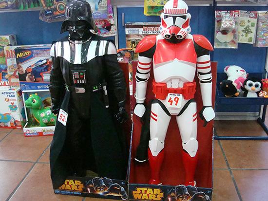 Figuras Star wars de 79 cm. Darth vader por 52 € y Clon por 49€. Dile que vas de parte de AlcorconHoy.