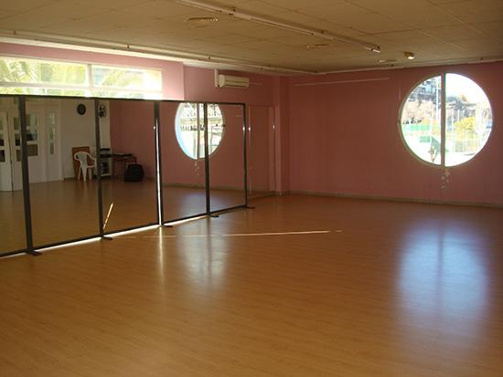 Sergio de Dance & Shhmile en C/ Olímpico Aurelio García 14 (posterior) mueve tu cuerpo y corazón en su escuela de baile moderno