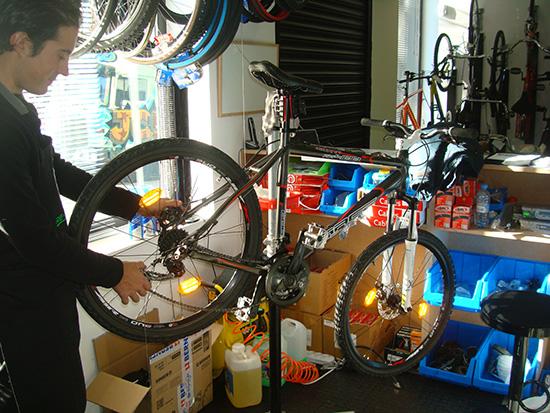 Revisión general para tu bici en nuestro taller propio por 24,95 €. Diles que vas de parte de AlcoerconHoy