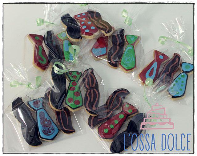 Un detalle muy dulce para el día del padre: Paquete galletas fantasía de bigotes y corbatas a 2€ diciéndoles que vas de parte de AlcorconHoy.