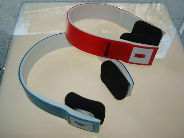 Diseño actual de auriculares bluetooth Stereo a 23€ diciendo que vas de Alcorconhoy.