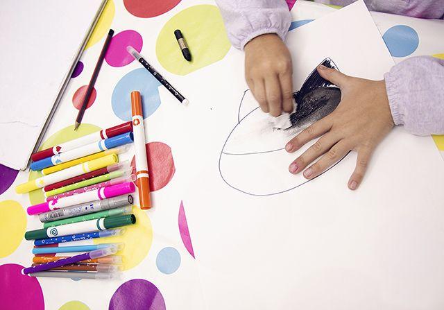 """Clases """"Arte infantil"""" de educación artistica con todo el material incluido por 35€/mes. Haz tu reserva en info@espaciogatuna.com o 616 455 772."""