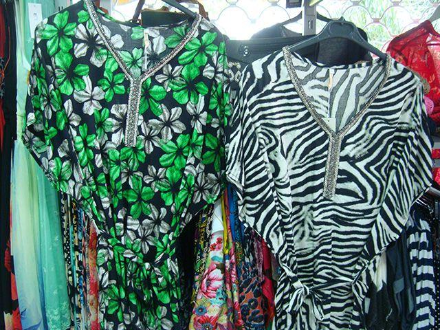 Kimonos con pedrería, ideales para las noches del verano.