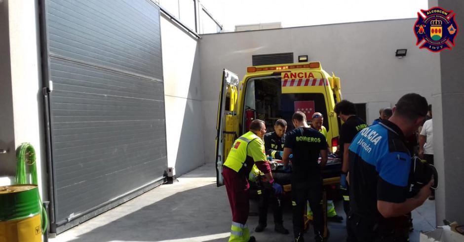Según Un herido por accidente en Alcorcón el cuerpo de Bomberos del Ayuntamiento del municipio comunica que en la tarde del día 13 de septiembre ha habido un herido por accidentelaboral en Alcorcón.