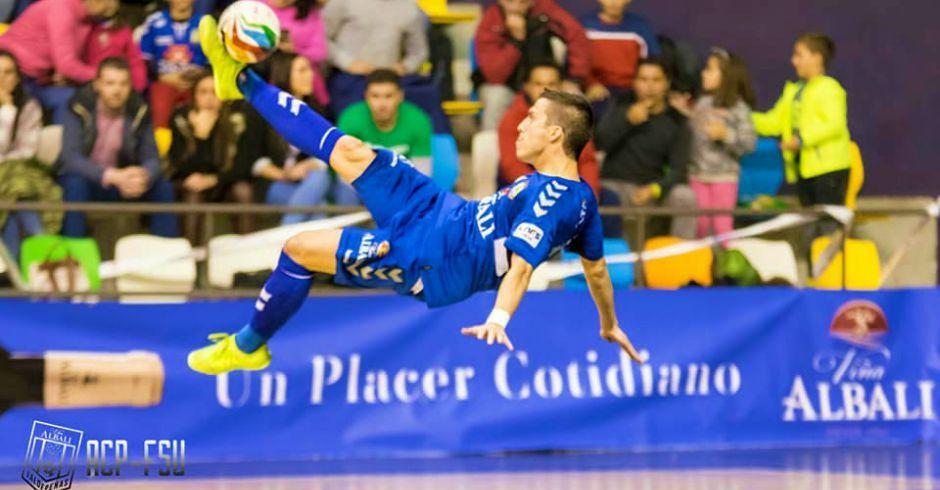 Este joven natural de Alcorcón, Dani Santos, marca el gol de la LNFS