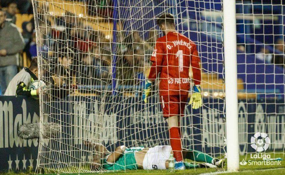 Stoichkov anotó el único gol legal del encuentro. Boateng y Romero vieron como les anulaba el colegiado dos tantos. Santo Domingo vuelve a saborear la victoria.
