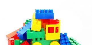 Con tus juguetes fabricamos papeleras y bancos en Alcorcón