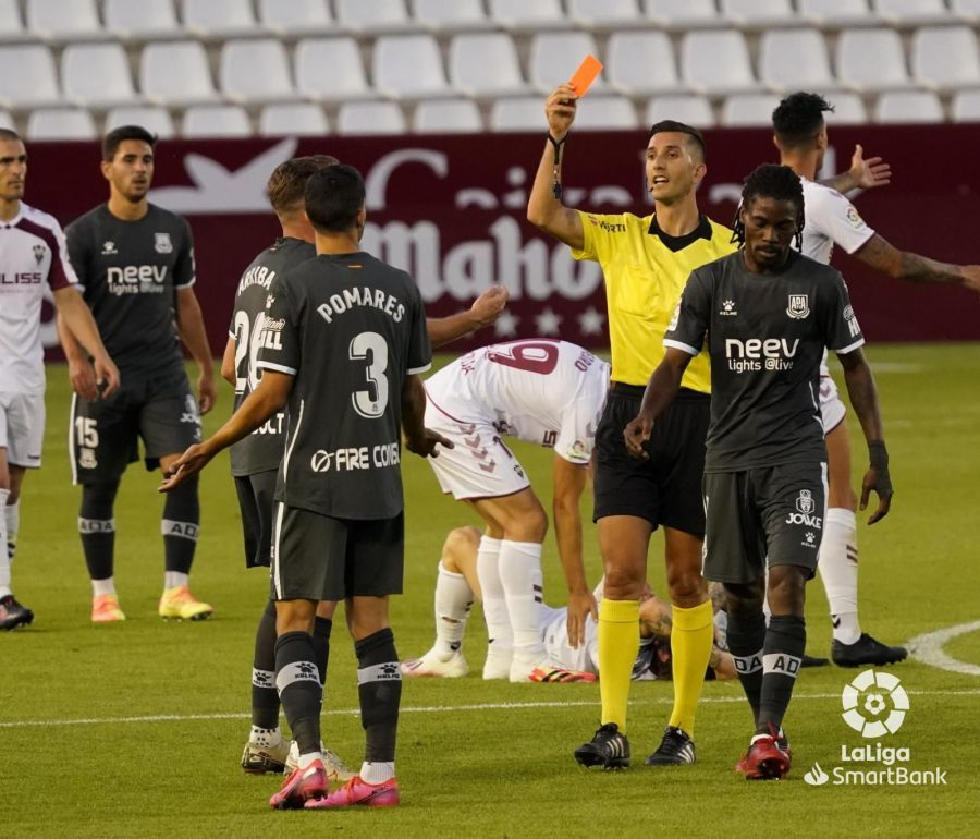 Albacete 1-1 Alcorcón/ Valioso empate con 10 del Alcorcón
