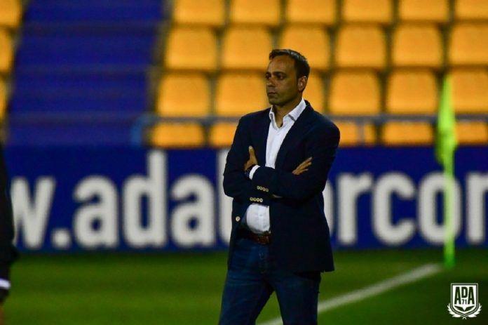 Fran Fernández y el Alcorcón todavía no han tratado la renovación