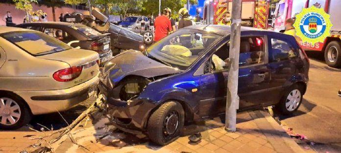 Aparatoso accidente de tráfico en la calle Berlín de Alcorcón
