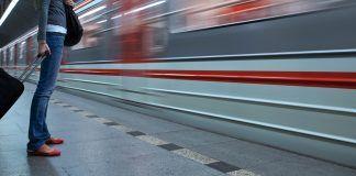 Control de aforo para los usuarios del Metro en Alcorcón
