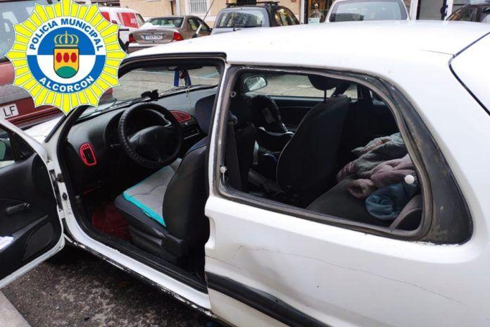 Rescatan a una bebé de diez meses atrapada en un coche en Alcorcón