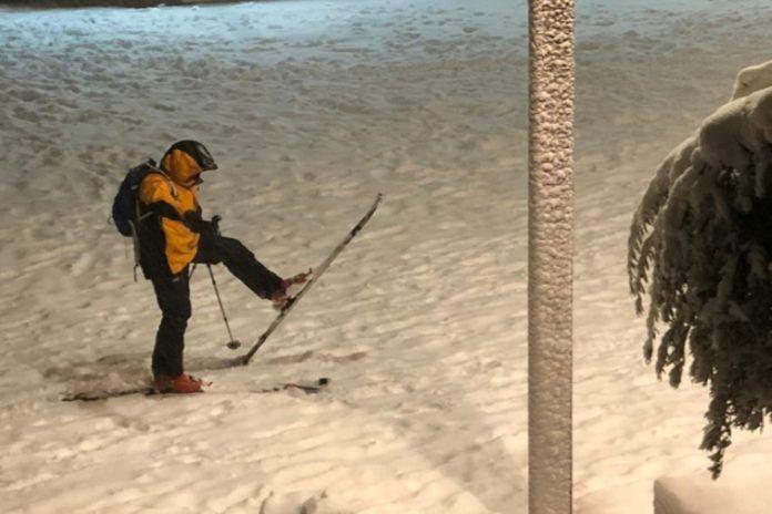 Lo nunca visto: aparece gente esquiando en Alcorcón