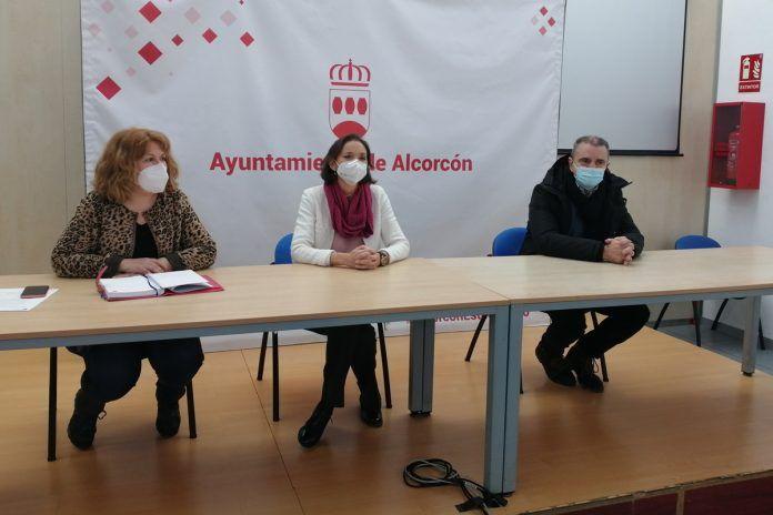 La ministra Reyes Maroto hace balance de daños de Filomena en Alcorcón
