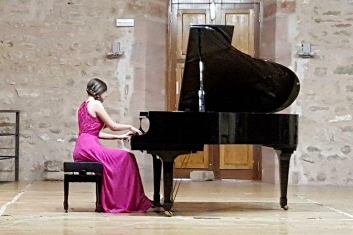 Noelia Navas, de Alcorcón, gana un nuevo premio internacional de piano