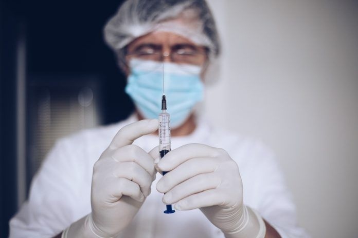 Contratación de médicos y enfermeros jubilados para vacunar contra el Covid-19 en Alcorcón