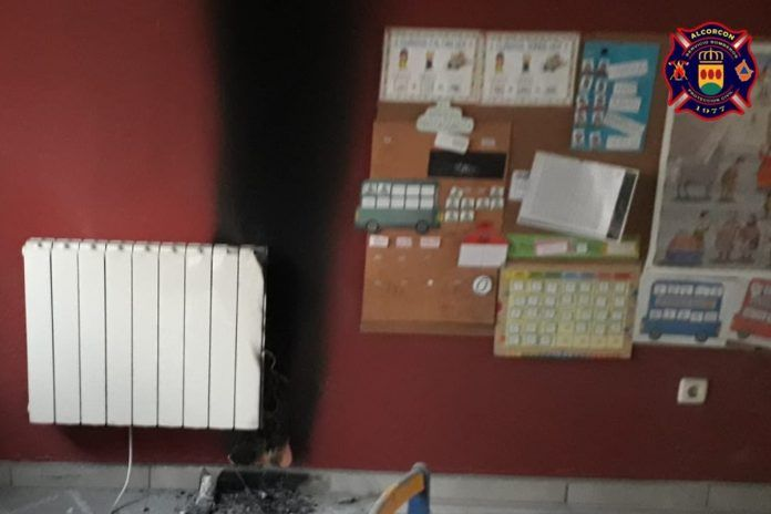 Un incendio obliga a desalojar un colegio de Alcorcón