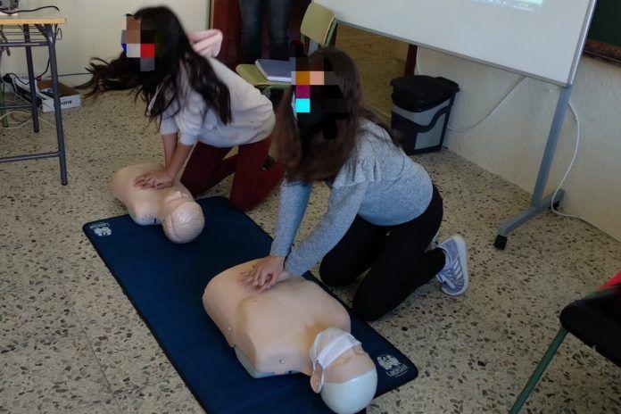 Los Bomberos enseñan primeros auxilios en los colegios de Alcorcón