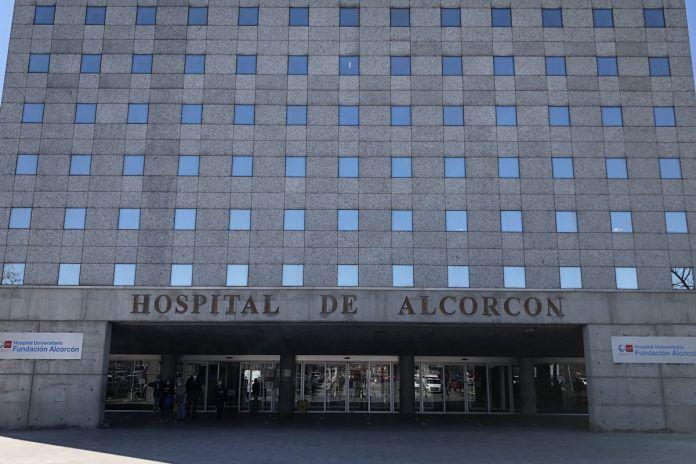 Empiezan a vacunar con AstraZeneca en el Hospital de Alcorcón
