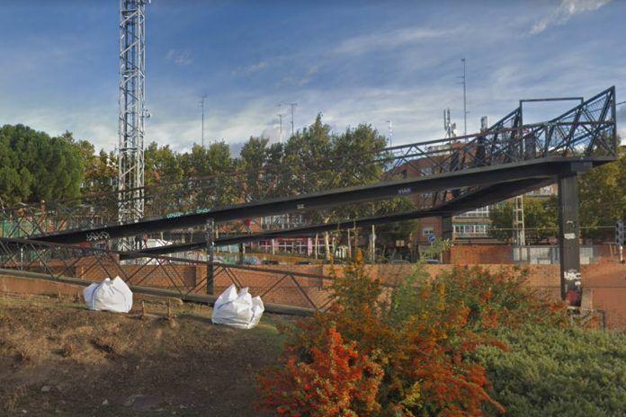Investigan la identidad del cadáver encontrado en la pasarela de Alcorcón Central