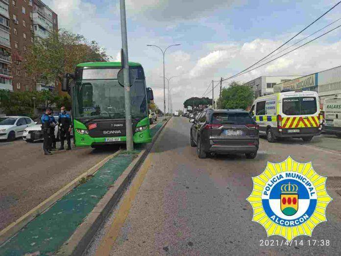 Parada cardiaca en un autobús en Alcorcón