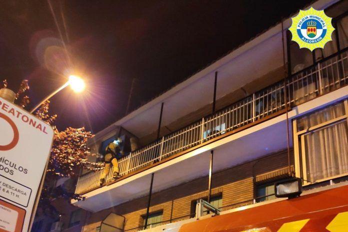 Nueva actuación heroica de la Policía para rescatar a una menor en Alcorcón