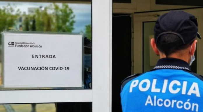 Suspenden la vacunación con AstraZeneca en Alcorcón tras quedarse sin vacunas