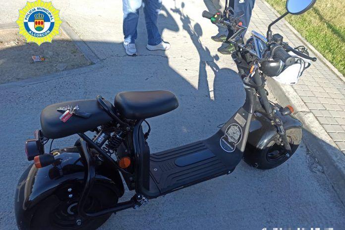 La Policía interviene por las infracciones de un conductor de ciclomotor en Alcorcón