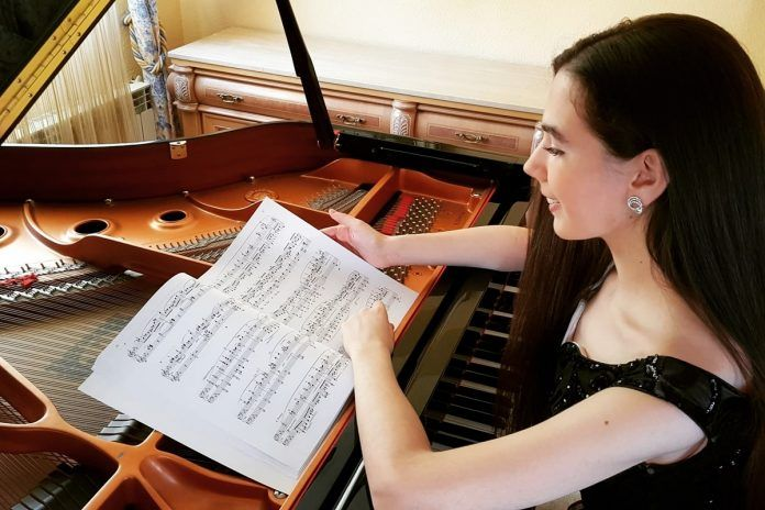 Nuevos éxitos internacionales para la pianista de Alcorcón Noelia Navas