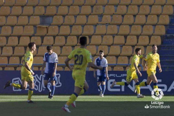 El Alcorcón tiñe de amarillo la final frente al Sabadell