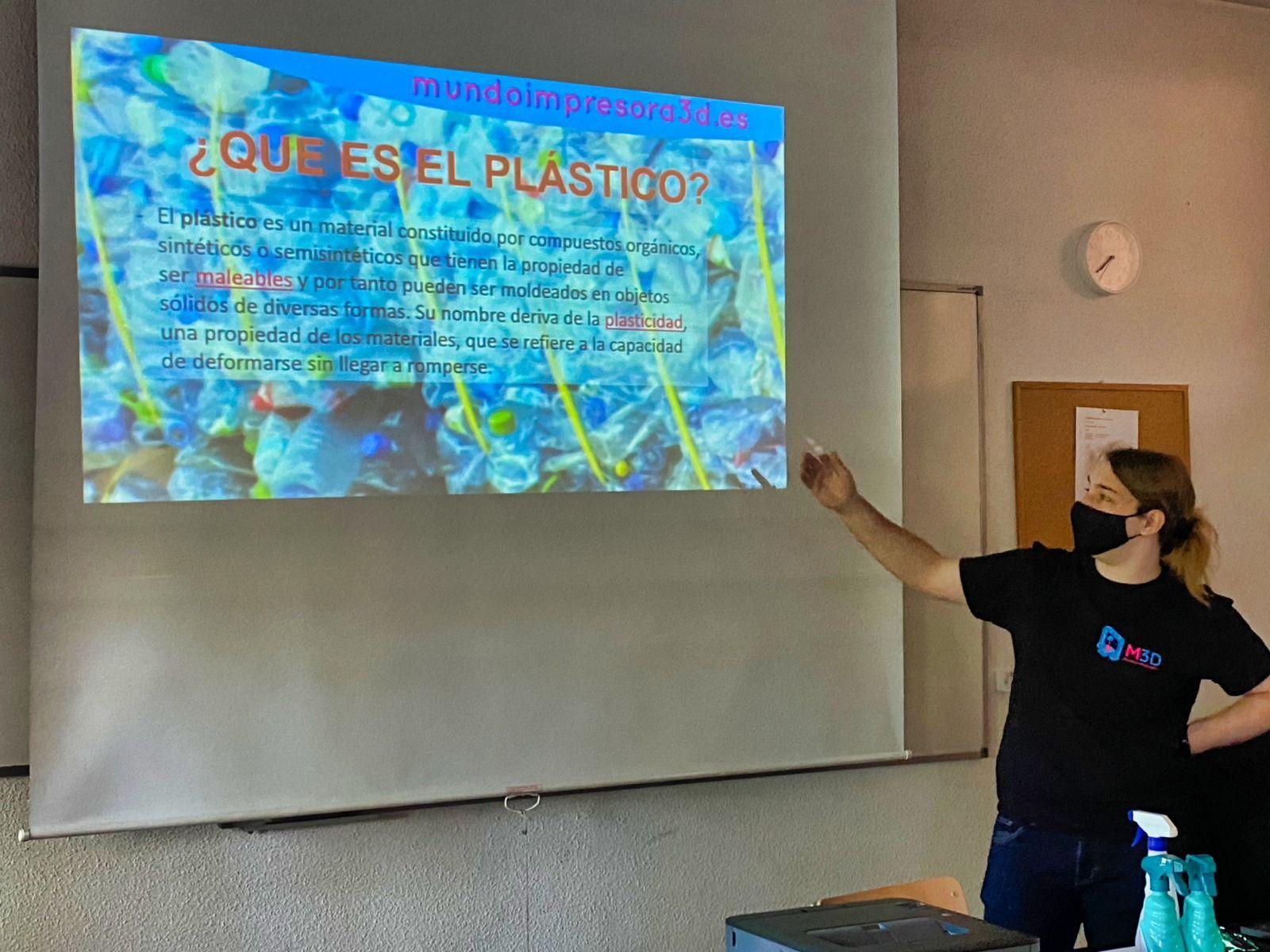 Talleres de diseño en impresión 3D con material reciclado en las aulas de Alcorcón