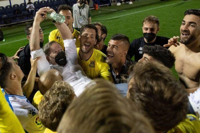 Alcorcón homenajea a Anquela y le pone su nombre a un campo de fútbol