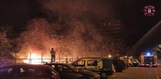 El trabajo de los Bomberos para proteger el municipio. Los incendios azotan Alcorcón los últimos días