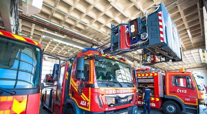 Los bomberos de Alcorcón rescatan a una mujer atrapada en su domicilio